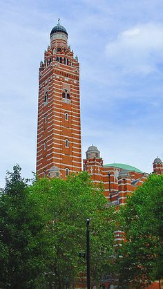 The bell tower of Westminster Cathedral in London - The cathedral is located in Victoria, in the City of Westminster. It is the largest Catholic church in England and Wales, and should not be confused with Westminster Abbey of the Church of England. England And Scotland, England Uk, London England, Westminster Cathedral, Westminster Abbey, Old Time Religion, Cathedral Church, Place Of Worship, Global Business