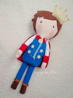 Boneco príncipe em feltro e tecido modelo serelepe - Riquezinha Ateliê - https://www.facebook.com/Riquezinhaatelie/