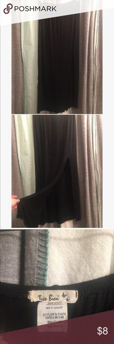 Black maxi skirt with slit. Trés Bien black maxi skirt with slit. Worn once. Trés Bien Skirts Maxi
