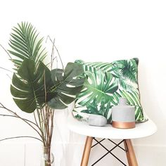 "Moment décoration ""jungle"", avec mon nouveau coussin parfait de chez Primark! N'oubliez pas, vous avez -10% chez @happy.connection avec le code ""Learrows10"" #New #Shopping #Deco #Home #Interior #Homesweethome #Myhome #Blogger #Instadeco"