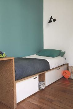 Des espaces beaux et optimisés dans la chambre d'enfant - 90 m2 pour couple avec 3 bambins - CôtéMaison.fr