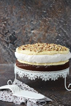 Chocolate meringue cake with halva mass Chocolate Meringue, Meringue Cake, Pavlova, Different Cakes, Polish Recipes, Vanilla Cake, Tiramisu, Nom Nom, Food And Drink