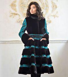 Fur Fashion, Fasion, Winter Fashion, I Love Winter, Winter Coat, Winter Accessories, Fur Coat, Black And White, Outfits