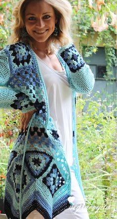 New Crochet Granny Square Clothes Awesome Ideas Crochet Coat, Crochet Jacket, Crochet Cardigan, Crochet Shawl, Crochet Clothes, Crochet Sweaters, Moda Crochet, Crochet Motifs, Crochet Granny