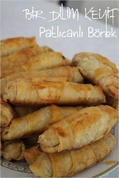 Patlıcanlı Çıtır Börek - Well Tutorial and Ideas Happy Cook, Vegan Recipes, Cooking Recipes, Turkish Recipes, Beignets, Hot Dog Buns, Food And Drink, Yummy Food, Snacks