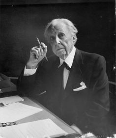 Frank Lloyd Wright. Architecture & Graphic Design Icon