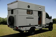 Paillard►Fabrication de Camions-chevaux PL et VL - Camping-cars - Semi-remorques Land Rover Defender, Defender Camper, Camper Caravan, Rv Campers, Camper Van, Offroad Camper, Iveco 4x4, Iveco Daily 4x4, Small Truck Camper