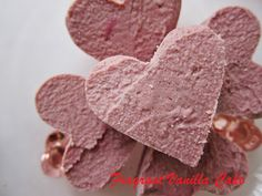 Fragrant Vanilla Cake: Raw Strawberries and Cream Fudge