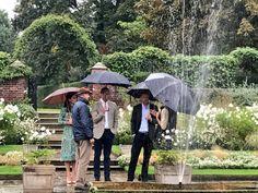 Es gibt wohl kaum einen besseren Ort für William und Harry, sich an ihre Mutter Diana zu erinnern, als den weissen Garten, der extra für sie angelegt wurde. Nun gibt es Bilder vom stillen Gedenken der Prinzen. Kurz vor dem 20. Todestag versuchen Prinz William (35) und Prinz Harry (32) ihrer...
