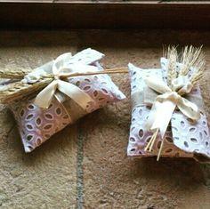 Sacchettino portaconfetti in pizzo con spighe e calle