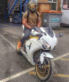 CBR 1000RR PARCEIROS @luxo_dub @ gutto13dahornet @ fa_clube_aln1001 @low_bike #cbr # cb1000 # cbr250 # cbr1000rr # cbr600rr #Brasil #boatarde #homemaranha #hornet #grau #honda #yamaha #bmw #homem #mulher #lindo #linda #Kawasaki #car # Motociclismo #moto #motodub #motogp #instalike #instagram #follow #supernatural