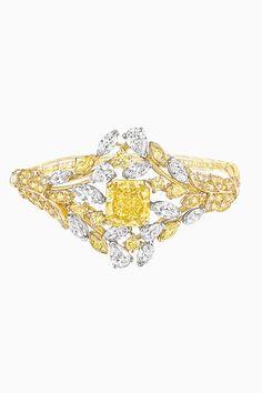 Les Blés de CHANEL Épi Solaire bracelet in platinum and 18K yellow gold set with a 6.2-carat fancy intense yellow diamond, yellow diamonds, fancy-cut diamonds and coloured paving. 2016