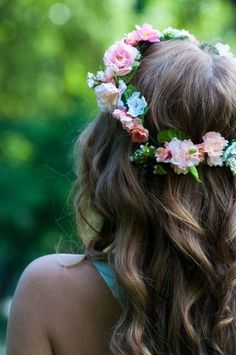 Im the type of girl who'd rather have flowers in my hair than diamonds around my neck