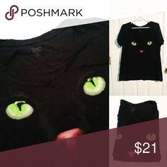 Cat Graphic Tee Like new, worn once only. Very cute! Size 1 is about a 14/16. torrid Tops Tees - Short Sleeve