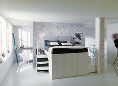 A cama desenvolvida pela marca italiana esconde um closet muito funcional, cheio de divisórias (Foto: Divulgação)