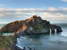 San Juan de Gastelugatxe Going On A Trip, Basque Country, Portuguese, Jet Set, Beautiful Places, Coast, Wanderlust, Adventure, Water