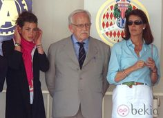 Carlota Casiraghi junto a Rainiero y Carolina de Mónaco en 2000 - Pappy saw real beauty in this one.