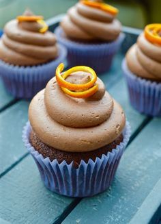Creamy chocolate orange cupcakes! Orange Cupcakes, Chocolate Orange, Food Art, Sweet Tooth, Amazing, Desserts, Kitchen, Recipes, Baking Center