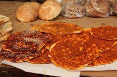 """Hatay yöresine uzanalım dedik ve sizin için Hatay'ın yöresel lezzetlerinden biri olan """"Biberli Ekmek Tarifi""""'ni hazırladık. Afiyet olsun. http://www.lezzetlim.net/biberli-ekmek-tarifi-hatay-yoresel.html"""