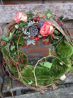 Grabkranz mit Moos, Naturmaterialien Easter Crafts, Crafts To Sell, Floral Wreath, Wreaths, Outdoors, Things To Sell, Places, Home Decor, Atelier