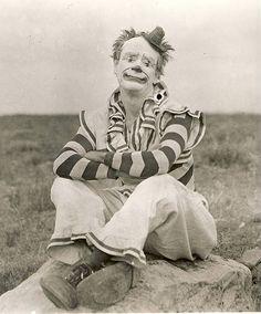 Dare to wear the foolish clown face Mexican Clown Jandaschewsky Clowns Australia Australian acrobats, ca. La Sousa Clown Band at Luna Park, 1909 Clown by Frederick W. Glasier, 1902 Pete and Florence Mardo, sparks circus By Frederick W. Gruseliger Clown, Circus Clown, Creepy Clown, Circus Theme, Circus Birthday, Circus Party, Birthday Parties, Vintage Circus Photos, Vintage Clown