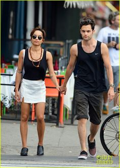 Zoe Kravitz & boyfriend Penn Badgley in New York