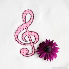 Music Love ♥ Notenschlüssel Doodle Applikation Stickdatei von KerstinBremer.de ♥ clef appliqué embroidery for embroidery machines. Freehand machine embroidery style. #sticken #nähmalen #nähen #sewing #music