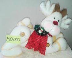 Resultado de imagen para muñecos de navidad Reno, Baby Dolls, Diy And Crafts, Christmas, Wooden Crafts, Embellishments, Vestidos, Christmas Cushions, Christmas Decor