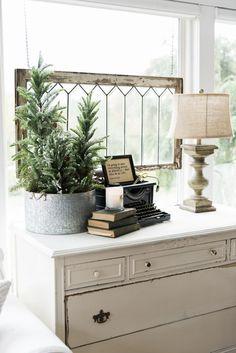 Farmhouse style sunroom - Great cottage decor & farmhouse decor inspiration!