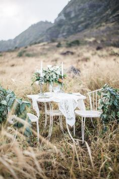 Earthy outdoor sweetheart table   Just B Photography   see more on: http://burnettsboards.com/2015/04/earthy-mountain-elopement-hawaii/