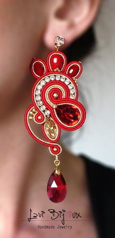 To achieve the natural, native look, opt for beaded earrings. They are definitely special and attention-catching. Pick from a range of multicolored or monochromatic designs, mix and match according to your clothes, and existing jewelry. Soutache Jewelry, Beaded Earrings, Earrings Handmade, Dangle Earrings, Diamond Earrings, Handmade Jewelry, Jewelry Crafts, Jewelry Stores Near Me, Bridal Necklace