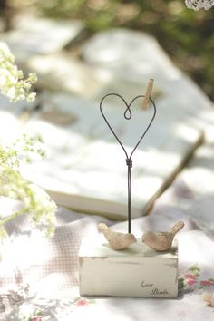 : Tienda Online ♥ It's Time To Celebrate Picture Holders, Place Card Holders, Wire Crafts, Diy And Crafts, Diy Fleur, Art Fil, Craft Projects, Projects To Try, Deco Nature