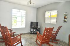 Detalle de la sala de estar. Vinales, Rocking Chair, Furniture, Home Decor, Home, Living Room, Chair Swing, Decoration Home, Room Decor