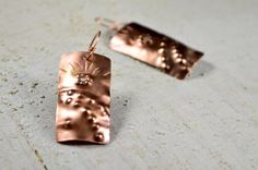 copper jewelry copper chiseled Rectangular earrings by Violanima