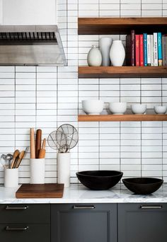 Modern Kitchen Interior Black And White Subway Tiles Kitchen Designs 57 Home Design Stacked Tile Interior Desing, Home Interior, Interior Design Kitchen, Interior Modern, White Subway Tiles, Subway Tile Kitchen, White Tile Kitchen, Kitchen Black, White Marble