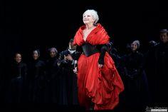 Roberto Devereux, Teatro Real Madrid, 04.10.2015 Mariella Devia Real Madrid, Opera House, Tudor, Classic, Singers, Queens, Photography, Beautiful, Dresses