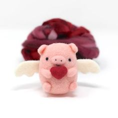 Needle Felted Flying Pig with Heart – Wild Whimsy Woolies Needle Felted Animals, Felt Animals, Felt Diy, Felt Crafts, Felt Animal Patterns, Needle Felting Tutorials, Flying Pig, This Little Piggy, Felt Decorations