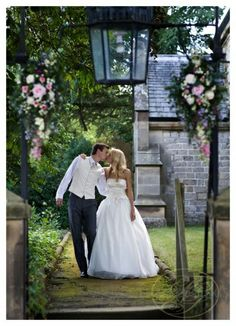 Google Image Result for http://fnsweddings.co.uk/wp-content/uploads/2011/12/North-Yorkshire-wedding-photographers-048(pp_w419_h579).jpg