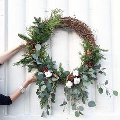Pretty wreath for Spring! Etsy Christmas, Christmas Crafts, Christmas Love, Dried Flower Wreaths, Dried Flowers, Holiday Wreaths, Holiday Decor, How To Make Wreaths, Diy Wreath