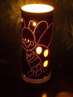 Luminária feita em tubo de pvc com motivo infantil de joaninha pintada na cor vermelha.Pode ser feita em outras cores