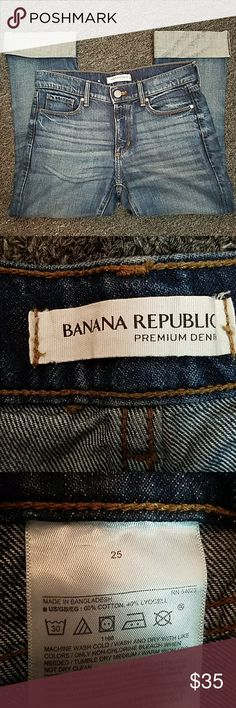 Banana Republic 25 Cropped Flare Jean Banana Republic 25 Cropped Flare Jean in great condition. Waist is 29 inches and inseam is 21 inches. Banana Republic Jeans Ankle & Cropped
