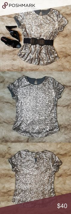 Silver Sequin Top Gorgeous small silver sequin top that looks great with a black pencil skirt or jeans. Well made with gray sewn in lining. Rhinestone button at back neck. Silver Sequin Skirt, Sequin Top, Pencil Skirt Black, Fashion Design, Fashion Tips, Fashion Trends, Looks Great, That Look, Sequins