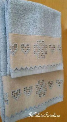 Con un po' di fantasia, un po' di manualità ed un pezzetto di etamina anche il più semplice degli asciugamani assume un aspetto regale. E' Lucia Battisti di Pontelongo, la super appassionata di Hardanger ...ed in qualità di ''maestra'' sceglie volentieri...