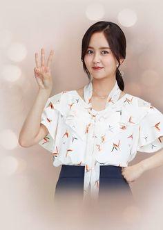 Vẻ đẹp sắc sảo, trưởng thành của Kim So Hyun trong bộ ảnh họa báo mới