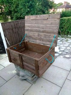 Upcycled Pallet Storage Box | 101 Pallet Ideas