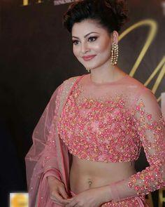 Bollywood Actress Hot, Beautiful Bollywood Actress, Beautiful Indian Actress, Bollywood Fashion, Beautiful Actresses, Beautiful Women, Indian Celebrities, Bollywood Celebrities, Sonam Kapoor