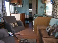 80 Best RV Camper Travel Trailers Remodel for RV Living Ideas - Decorecor Best Travel Trailers, Travel Trailer Remodel, Camper Trailers, Camper Hacks, Camper Van, Rv Interior Remodel, Camper Interior, Camping, Old Campers