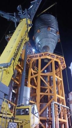 60 tons y 45 mts de altura total.