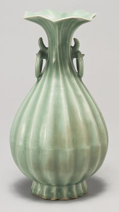A rare 'Longquan' celadon pear-shaped Vase, Southern Song-Yuan Dynasty