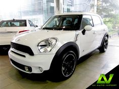 Mini Cooper S Countryman All4 1.6 AT Exterior : Light White Roof and Mirror Caps in body Colour Interior : Leather Lounge-Light Coffee
